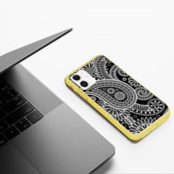 Чехол iPhone 11 матовый Paisley цвета 3D-желтый — фото 2
