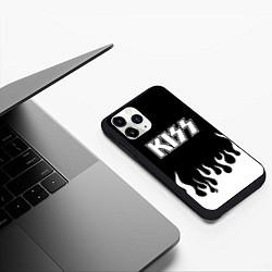 Чехол iPhone 11 Pro матовый Kiss цвета 3D-черный — фото 2