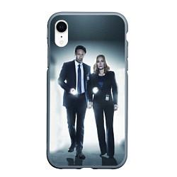 Чехол iPhone XR матовый Малдер и Скалли цвета 3D-серый — фото 1