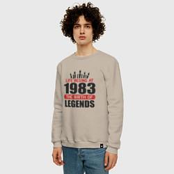 Свитшот хлопковый мужской 1983 - рождение легенды цвета миндальный — фото 2