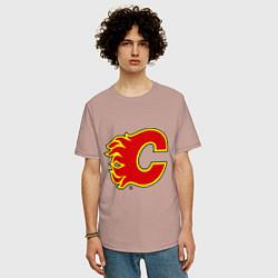 Футболка оверсайз мужская Calgary Flames цвета пыльно-розовый — фото 2
