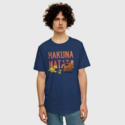 Мужская удлиненная футболка с принтом Хакуна Матата, цвет: тёмно-синий, артикул: 10266209305753 — фото 2