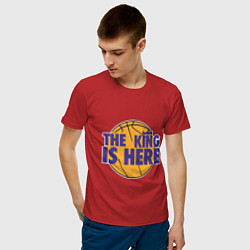Мужская хлопковая футболка с принтом The King is Here, цвет: красный, артикул: 10168492900001 — фото 2