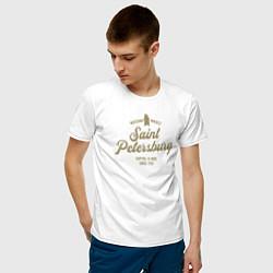 Футболка хлопковая мужская Санкт-Петербург Gold Classic цвета белый — фото 2