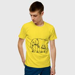 Футболка хлопковая мужская Сколько ног у слона цвета желтый — фото 2
