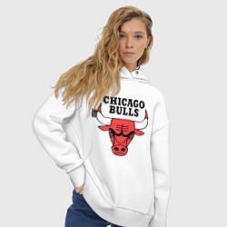 Толстовка оверсайз женская Chicago Bulls цвета белый — фото 2