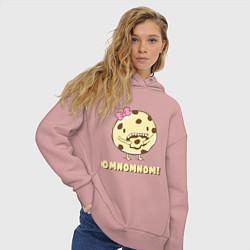 Толстовка оверсайз женская Cake: Omnomnom! цвета пыльно-розовый — фото 2
