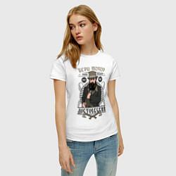 Футболка хлопковая женская Достоевский: бери топор цвета белый — фото 2