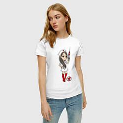 Футболка хлопковая женская Медсестра со шприцом цвета белый — фото 2